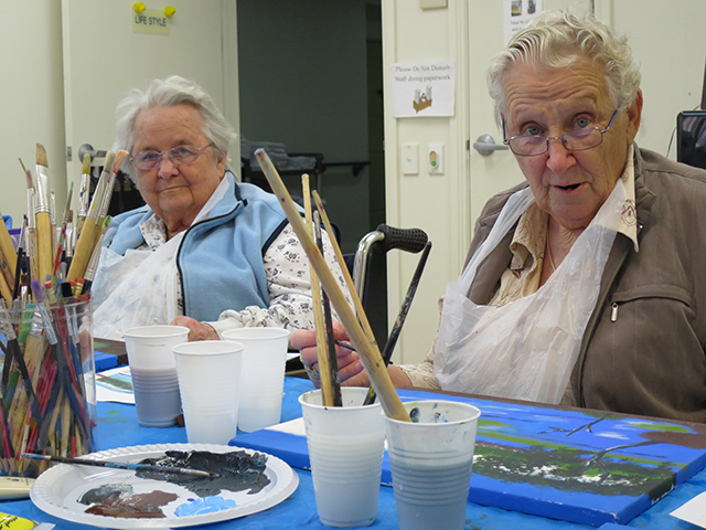 Arcare_Aged_Care_Endeavour_North_Lakes_Art_Class_1