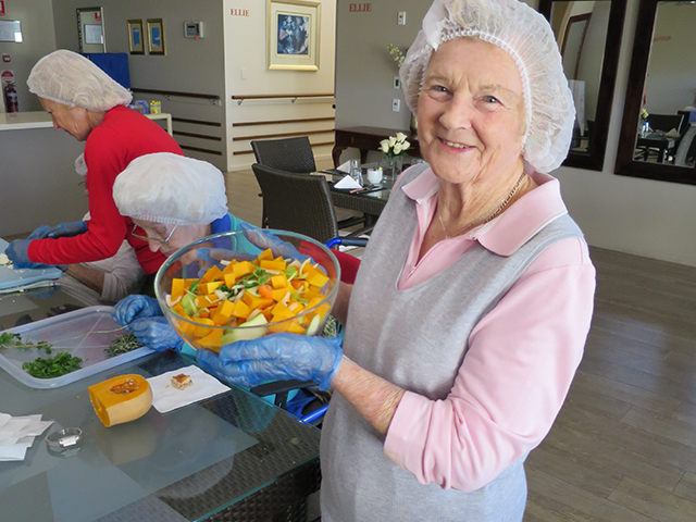 Arcare_Aged_Care_Helensvale_Cooking_Group