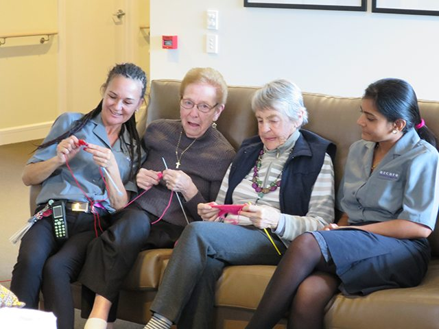 Arcare_Aged_Care_Maroochydore_Knitting